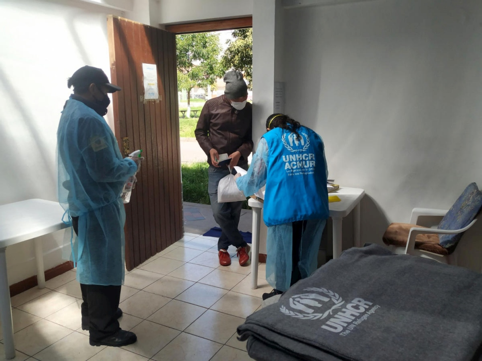 UNHCR staff distribute blankets and winter kits to vulnerable Venezuelans in Cusco, Peru.