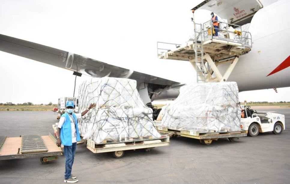 Burkina Faso. UNHCR airlifts emergency aid.