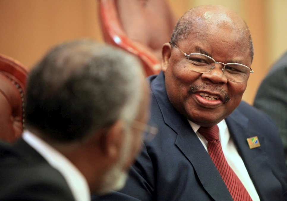 Sudan. Tanzania's former President Mkapa speaks with Sudan's Foreign Minister Karti during a meeting in Khartoum