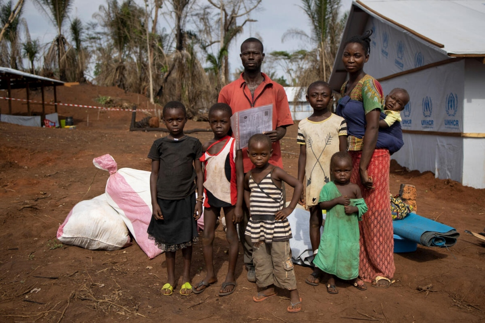 Democratic Republic of Congo. High Commissioner visits CAR refugees