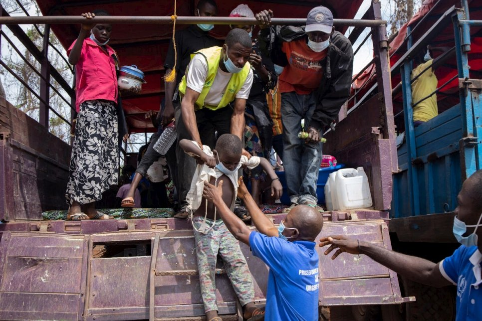 Central African refugees arrive in Modale site, after traveling in trucks for several hours from Yakoma, at the CAR-DRC border.