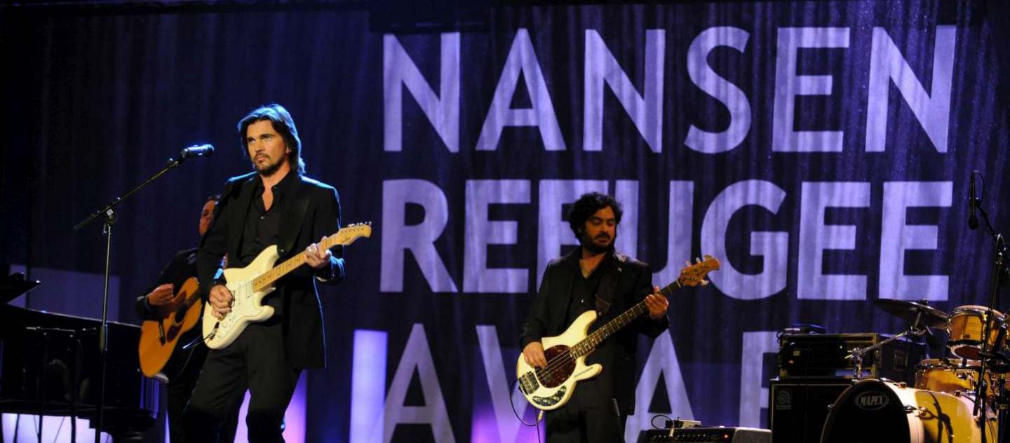 Switzerland / Juanes performs at the Nansen Award. UN High Commissioner for Refugees Antonio Guterres and UNHCR Goodwill Ambassador Angelina Jolie jointly presented the founder of Yemen's Society for Humanitarian Solidarity (SHS) with the 2011 Nansen Refugee Award at a ceremony on Monday evening in Geneva. The prize, the refugee world's highest honour, was awarded to the founder and 290 staff of SHS, a non-governmental organization, for their life-saving work in helping the thousands of refugees and migrants who arrive on Yemen's shores each year. / UNHCR / L. Flusin / 3 October 2011
