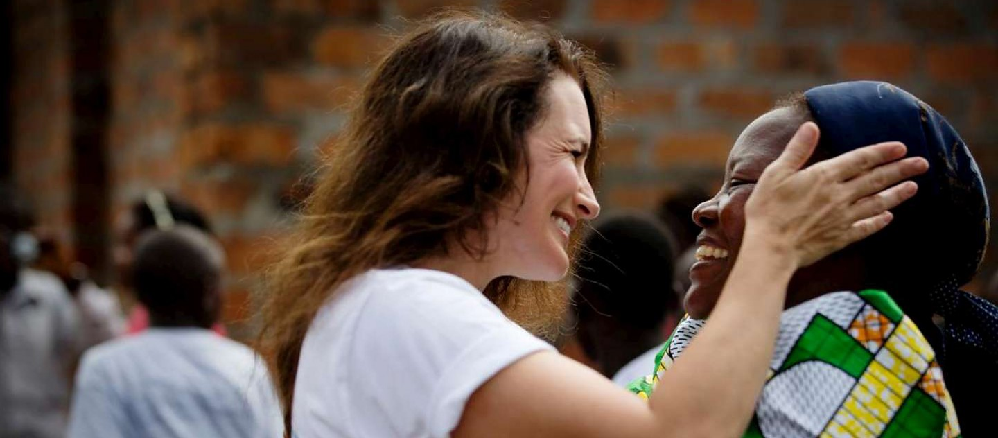 UNHCR Goodwill Ambassador Kristin Davis in the Democratic Republic of the Congo with Sister Angelique Namaika, a past Nansen Refugee Award winner.