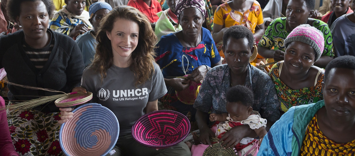 UNHCR Goodwill Ambassador Kristin Davis meets the women of Mahama refugee camp. They are Burundian refugees who are now involved in a livelihoods project making baskets and other handicrafts which they sell to Indigo who then sells them in the US market.