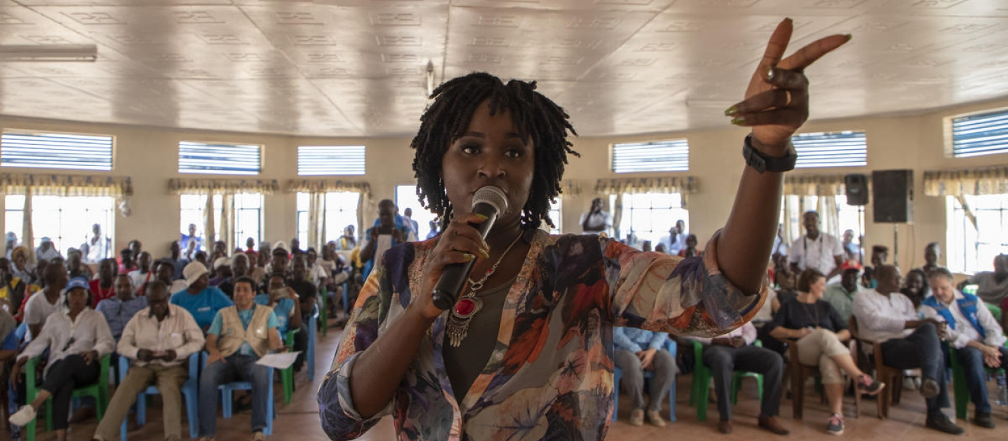 Kenyan music artist and Goodwill Ambassador Mercy Masika Muguro performs for UNHCR staff and refugees at Kakuma.