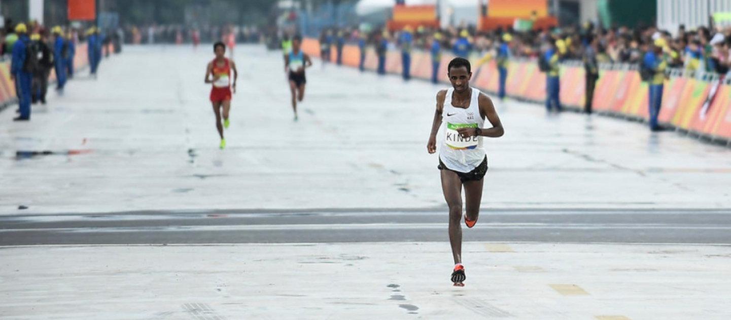 Yonas Kinde, an Ethiopian refugee now living in Luxembourg, becomes the final Refugee Olympic Team athlete to compete as he runs the marathon on the last day of Rio 2016.