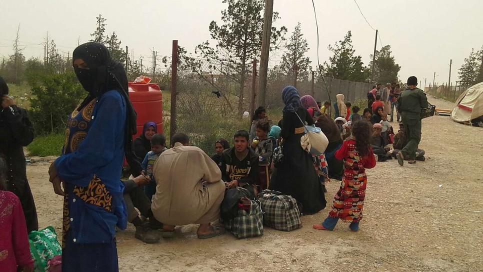 save off 2f357 a00bf UNHCR - Iraqis flee Mosul clashes for relative safety of Syria