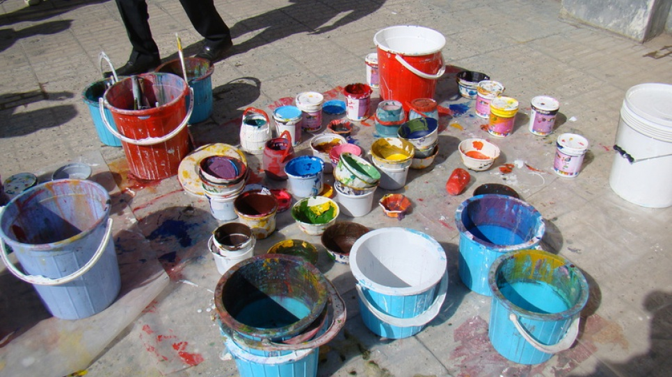 Paint pots line the streets of Saadi.
