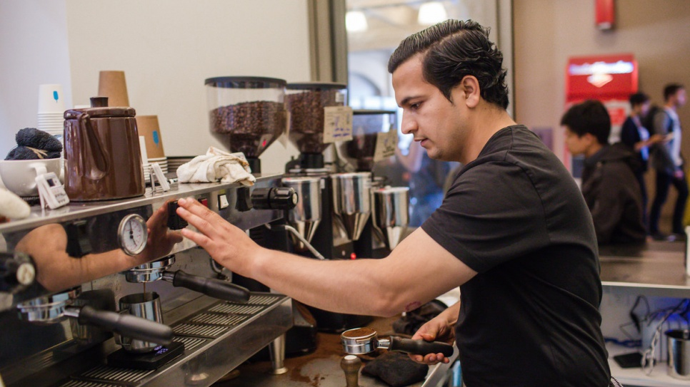 9a842eaeee5 UNHCR - California coffee project gives refugees grounds for hope