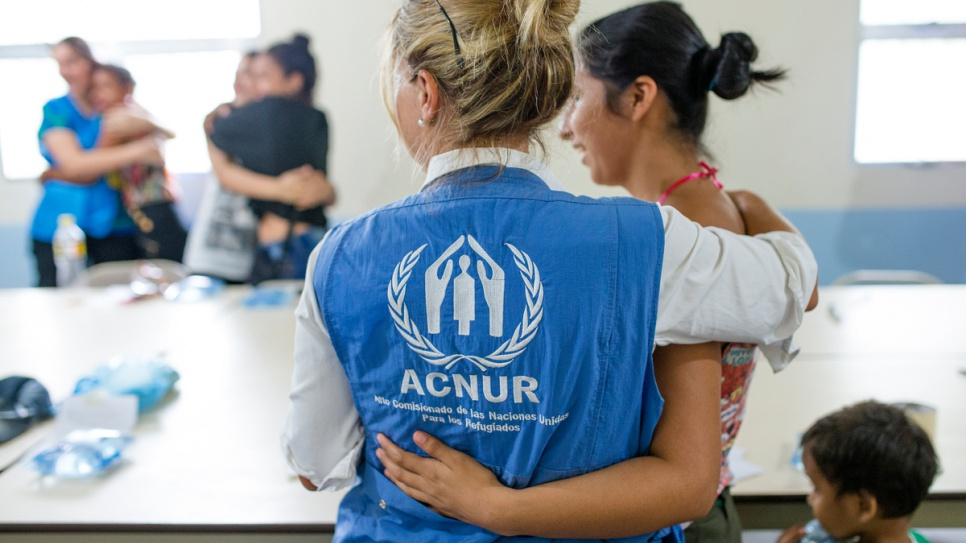 A UNHCR staff member greets a local resident at the Augusto Alvarado Castro community center in San Pedro Sula, Honduras' second-largest city.