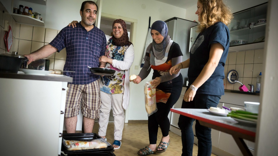 Sarah Brendel (right), who co-founded the Refugeeum support group for asylum-seekers, pays a visit to the home of a Syrian family she helped to house in Röhrsdorf.