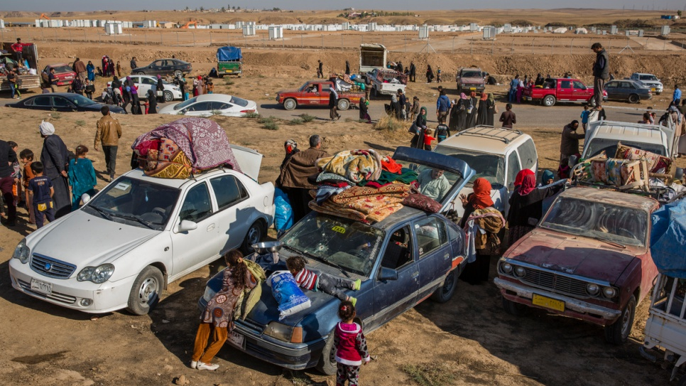 Iraqis displaced from Mosul arrive in cars and trucks at the UNHCR-run Hasansham camp, which opened on November 4, 2016.