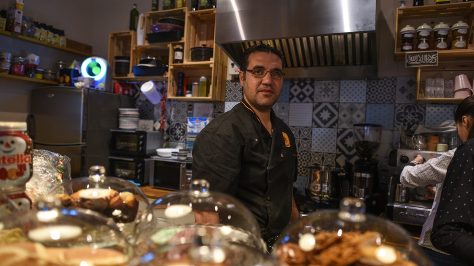 Hussam prepares his food at the Café con Leche.