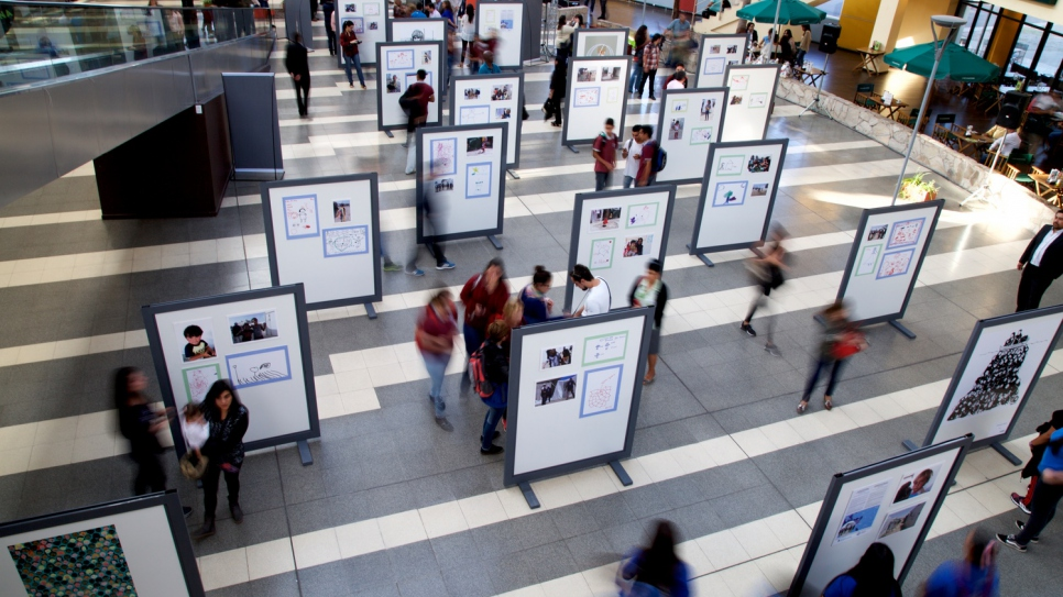 The opening of RefugiArte, an exhibition in the bus station in San Luis, which aims to raise awareness of the plight of refugees around the world.