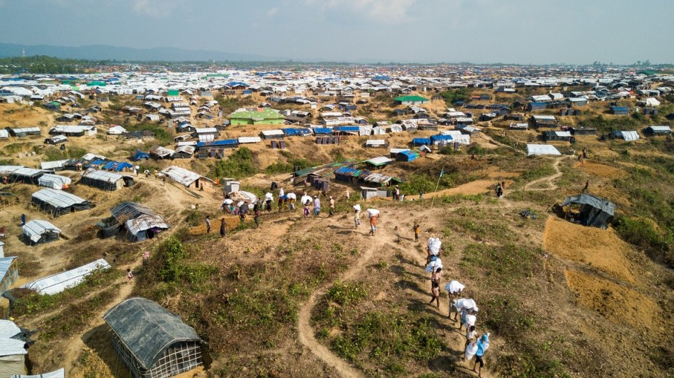 Bangladesh: Rohingya refugees moved from Kutupalong camp to new site