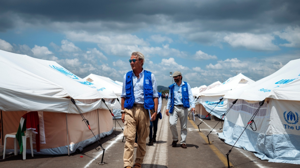 As UNHCR's Principal Emergency Coordinator, Roberto Mignone walks through a camp for earthquake survivors in Portoviejo, Ecuador in April 2016.