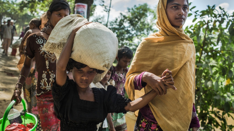 Eighteen-year-old Rabiaa Khatun and her niece, Umme Salma, 8, walk 10 kilometres from the Myanmar border to a UNHCR transit camp in Kutupalong, Bangladesh.