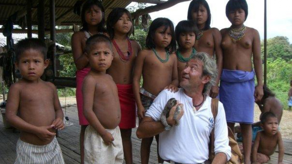 While UNHCR's Deputy Representative in Colombia in 2009, Roberto Mignone visits an Emberá village in the Chocó region threatened by insecurity.