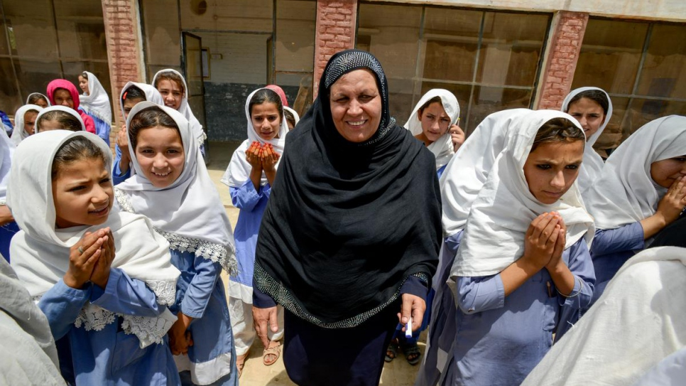 Aqeela Asifi won the 2015 Nansen Refugee Award for her efforts to promote education for refugee children in Pakistan.