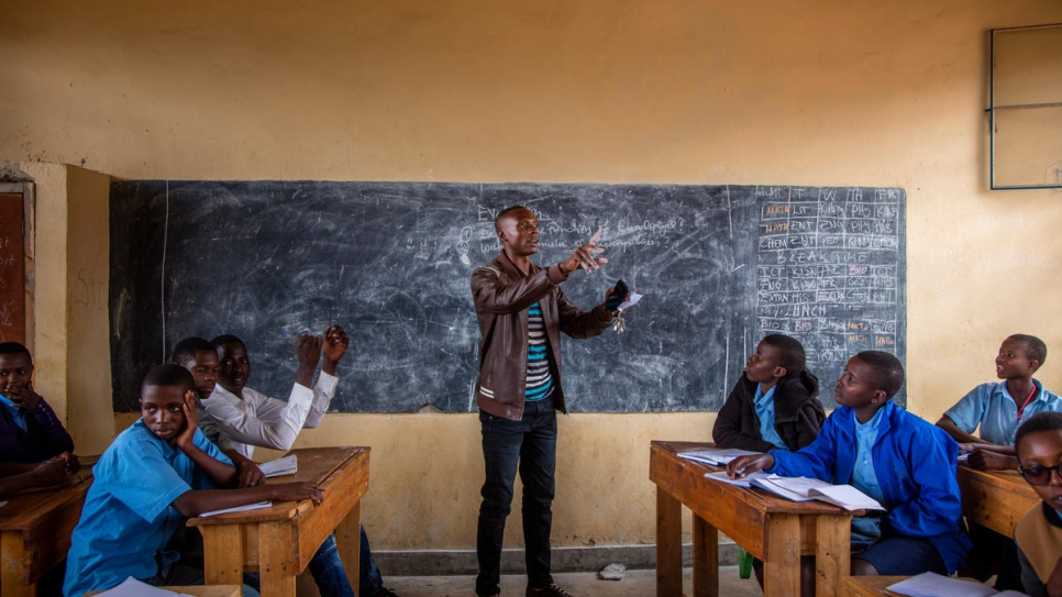 Students together in class in Paysannat L School. 80 per cent of the students are Burundian refugee children and 20% are from the Rwandan host community.