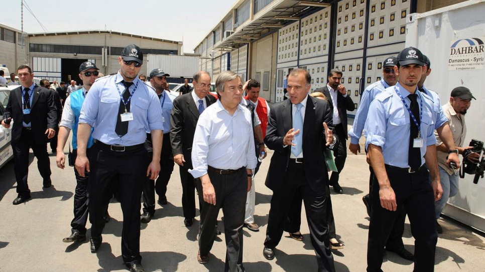 Then UN High Commissioner for Refugees António Guterres tours the Douma registration and food distribution centre in Damascus, Syria, with Ayman Gharaibeh in June, 2010.