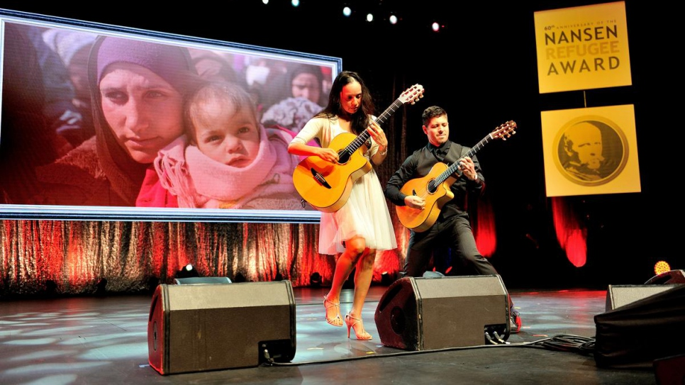 The Mexican acoustic guitar duo Rodrigo y Gabriela performs at the 2014 Nansen Refugee Award ceremony.