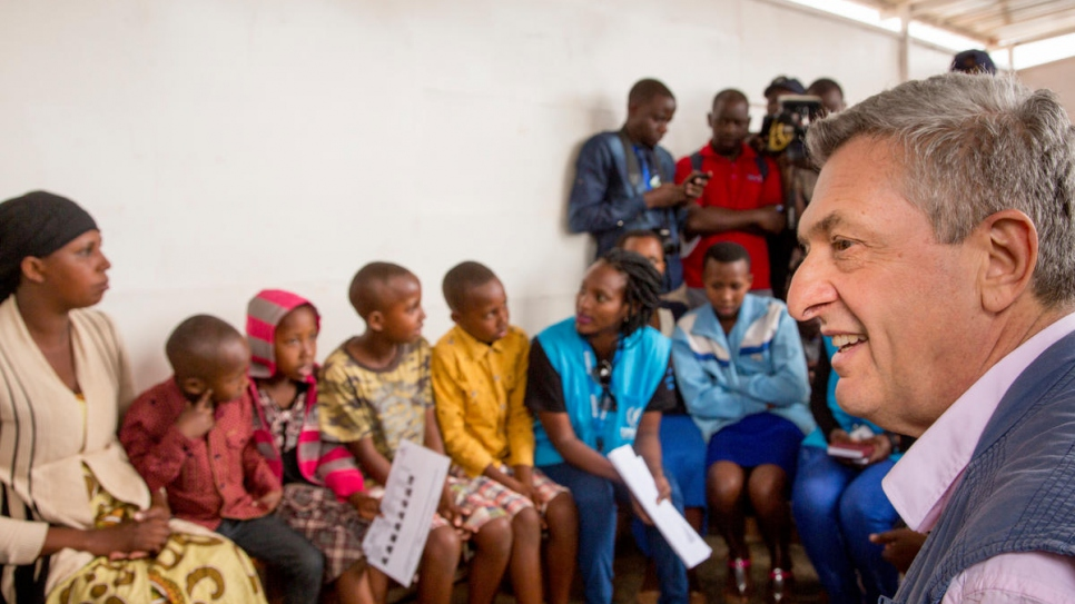 Grandi addresses Congolese refugees at Gihembe refugee site in Rwanda.