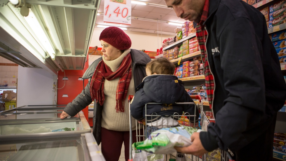 A Syrian family shop for groceries in Kilkis, Greece after receiving cash assistance, February 2017. UNHCR distributed 500 cash cards to 1,200 refugees staying in apartments and hotels in the country's Central Macedonia region.