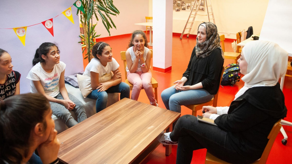Syrian children learn English with volunteer teachers Jihan (right) and Hana (second from right) at The Peace Bridge summer school in Vienna.