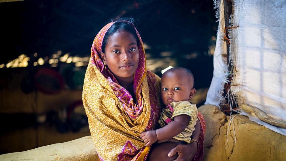 Samira, 20, and her baby in Kutupalong camp.