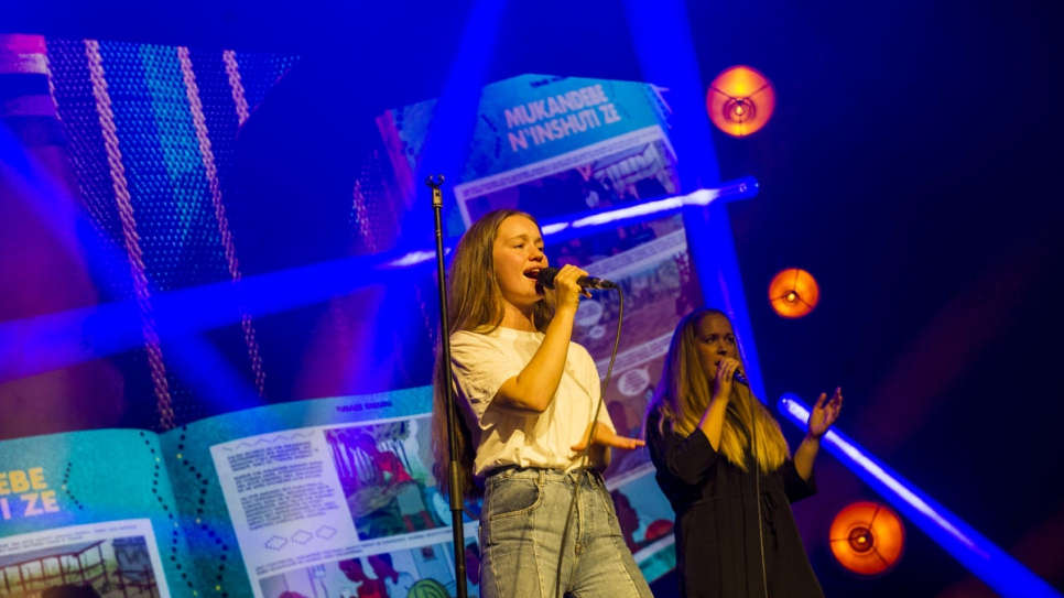 "Norwegian singer Sigrid performs her song ""Don't Kill My Vibe"" at the 2018 Nansen Award ceremony."