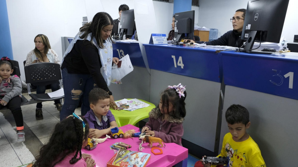 Migrations office in Lima is open 24 hours a day to attend thousands of Venezuelans looking to obtain a temporary stay permit.