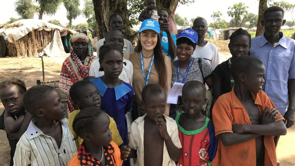 UNHCR staff member, Keiko Odashiro, meets children and families at Doro refugee camp in Maban, South Sudan.