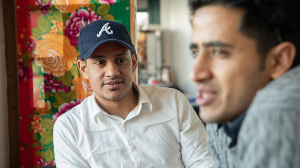 Chef Mohammed Ameen Almaamari (left) and waiter Sami Al-baadani (right) fled the deepening crisis in Yemen and reached Jeju via Malaysia.
