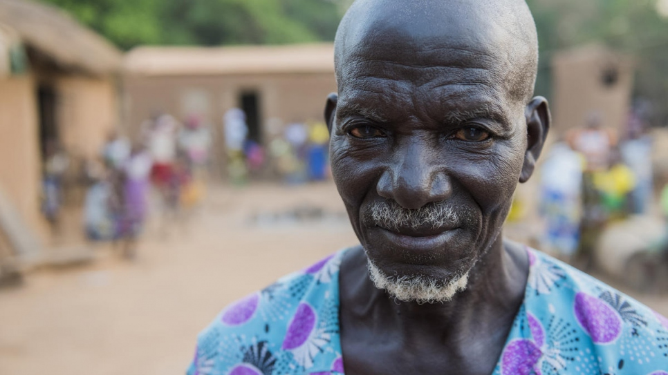 Ngolo Silué signed up his family for registration at a meeting held by the Women's Legal Aid Association, with support from UNHCR in Olleo, Côte d'Ivoire.