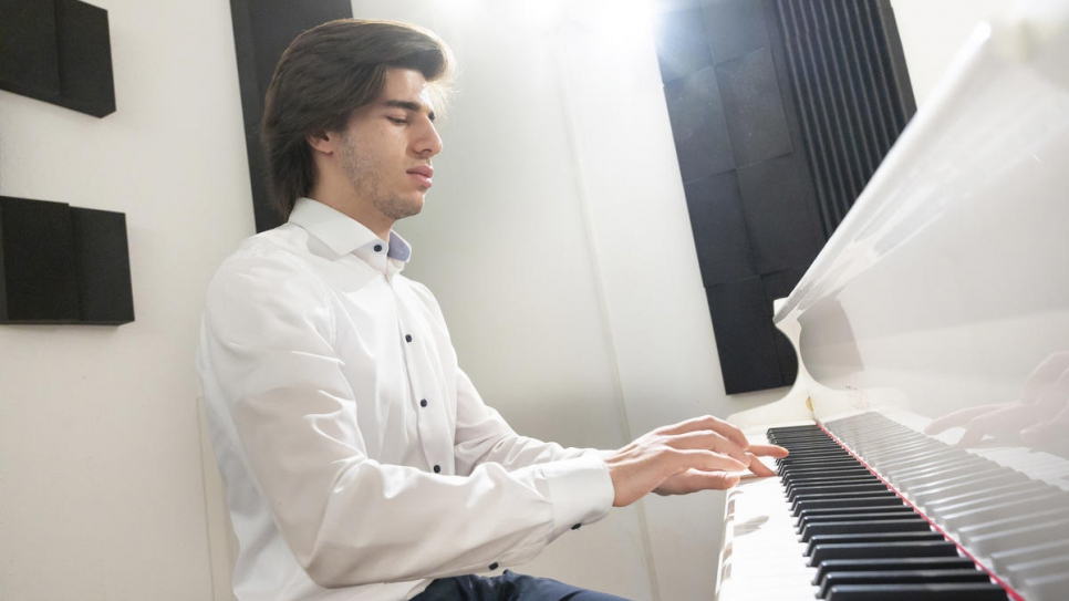 Self-taught Syrian pianist Hani Abo Harbbah Alnaeb, 19, books