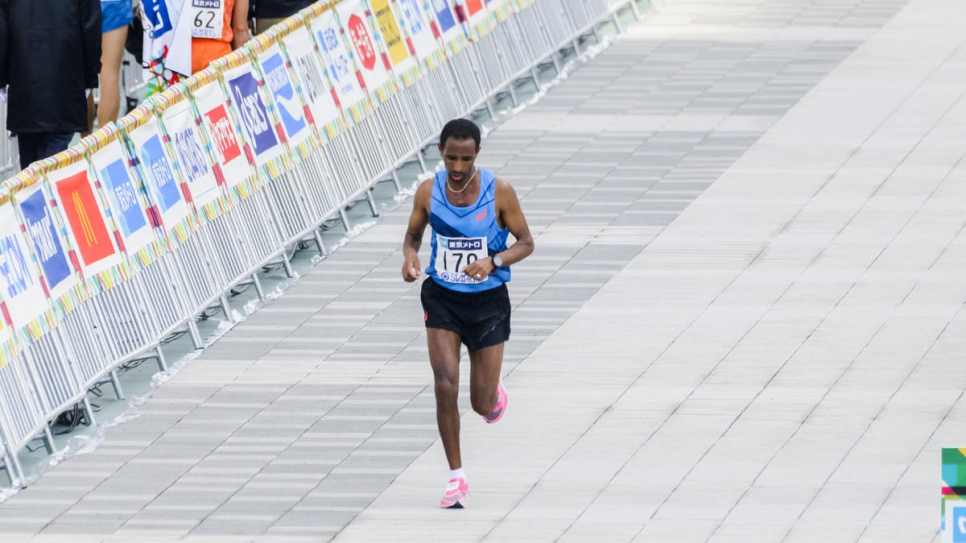 Yonas approaches the finish line of the Tokyo Marathon 2020.