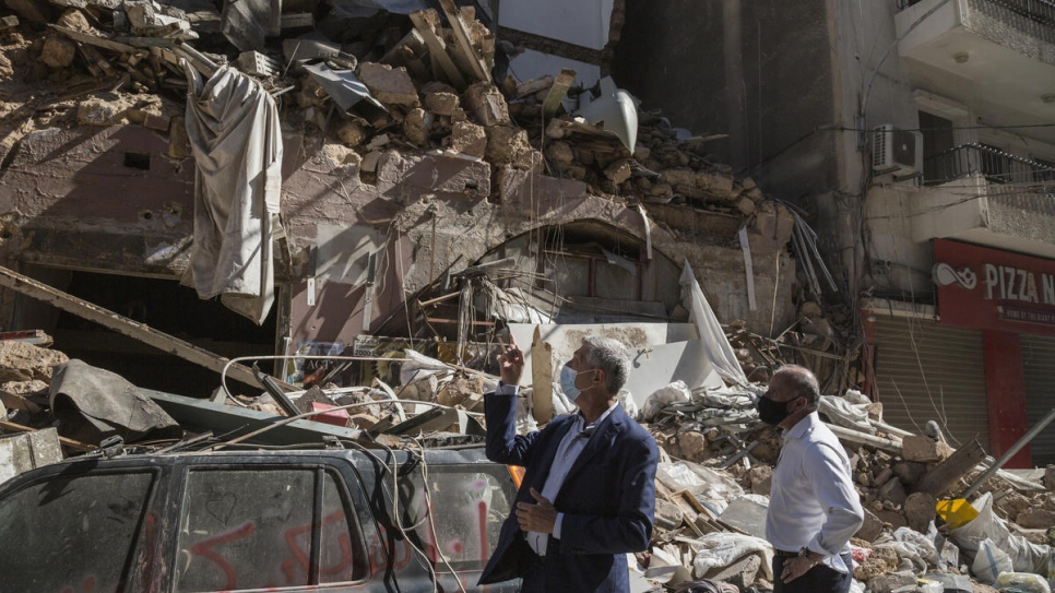 Grandi visits the badly damaged neighbourhoods in central Beirut close to the epicenter of the explosion.