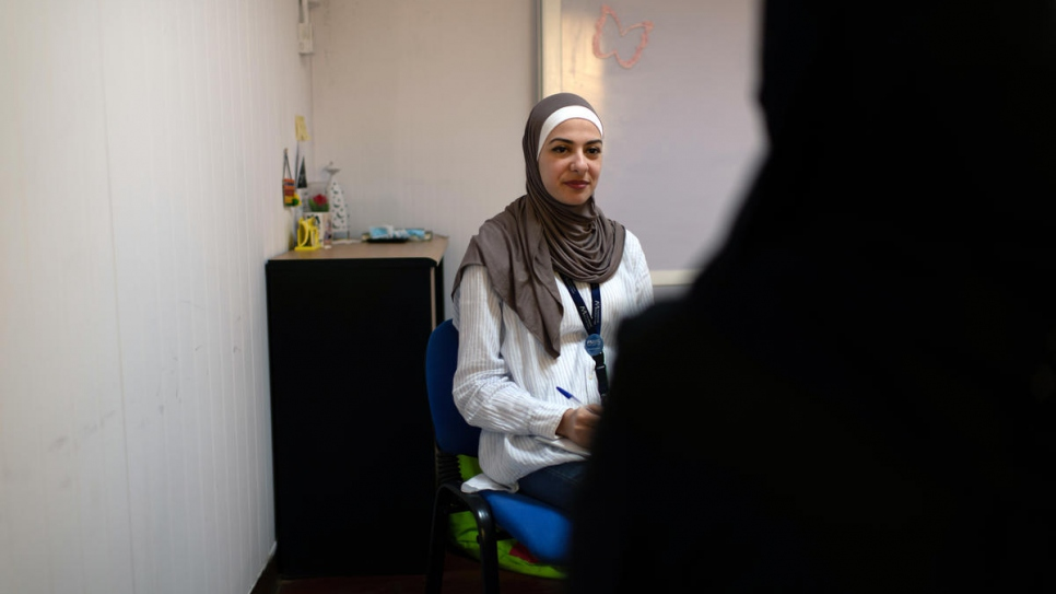 Jordanian psychologist Manar Bashara conducts a counselling session at a mental health clinic in Azraq refugee camp run by UNHCR and the International Medical Corps. Every day she sees around five people.
