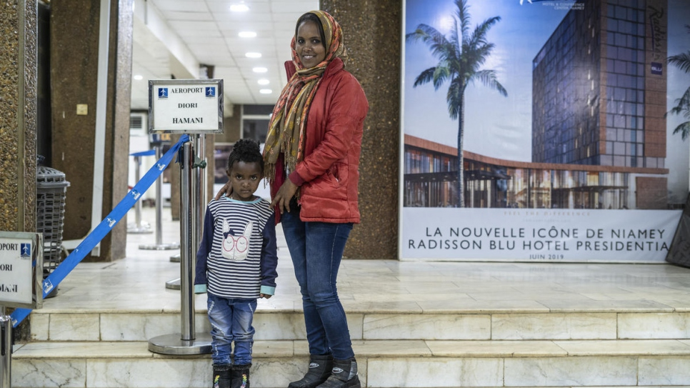 Image UNHCR's life-saving flights from Libya resume after seven-month suspension