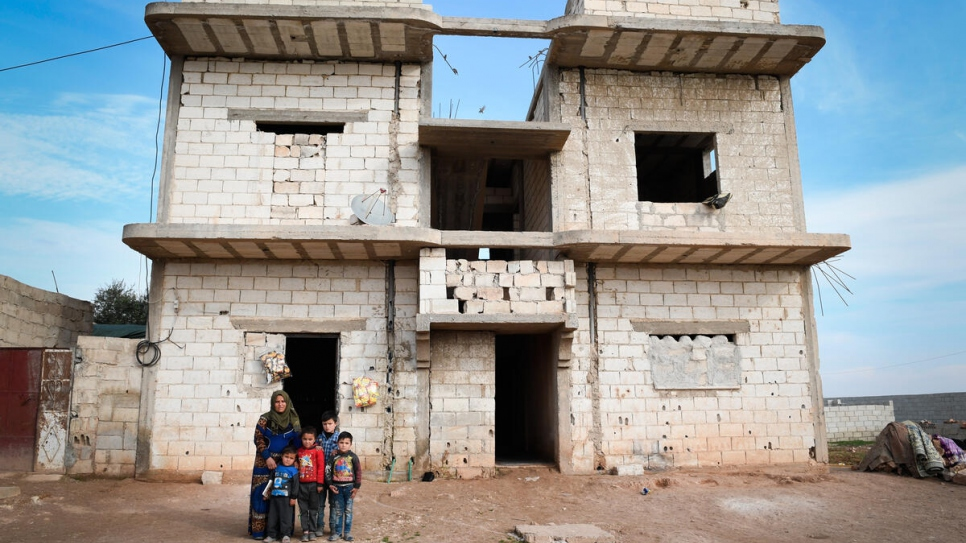 Abeer and her children returned home to Dayr Hafir to find their home badly damaged and looted.