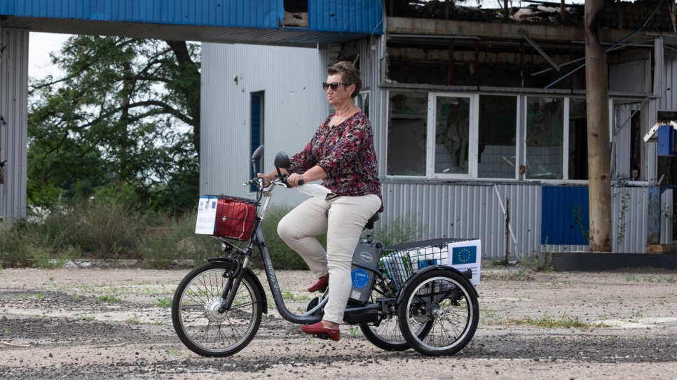 Volunteers and social workers have been provided with 228 bicycles and 35 electric tricycles to visit communities located near the contact line in eastern Ukraine.