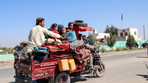 Afghanistan. IDPs flee from Nadali to Lashkar Gah in Helmand province.