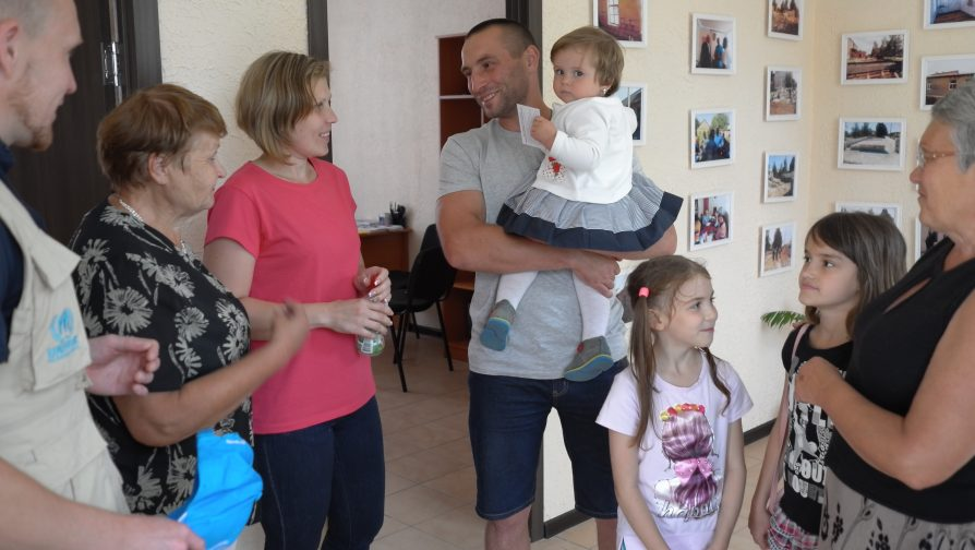 Benda and Artem, and their three children, who have been living in Bakhmut since they had been displaced from Svitlodarsk, a village located on the 'contact line' © UNHCR.